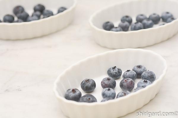 30 grams (1 oz) blueberries per 5-oz dish.
