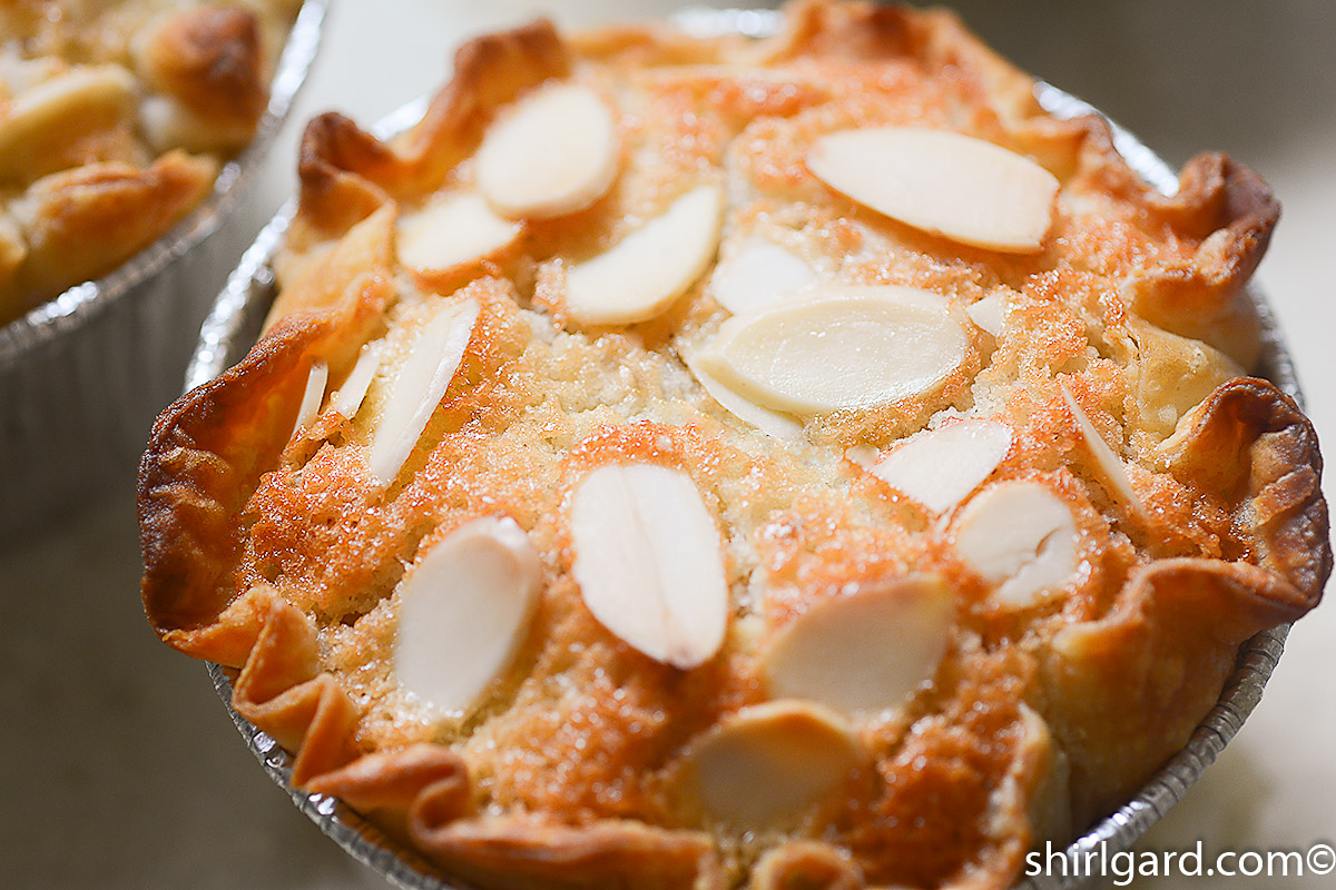 Apple Financier Cake