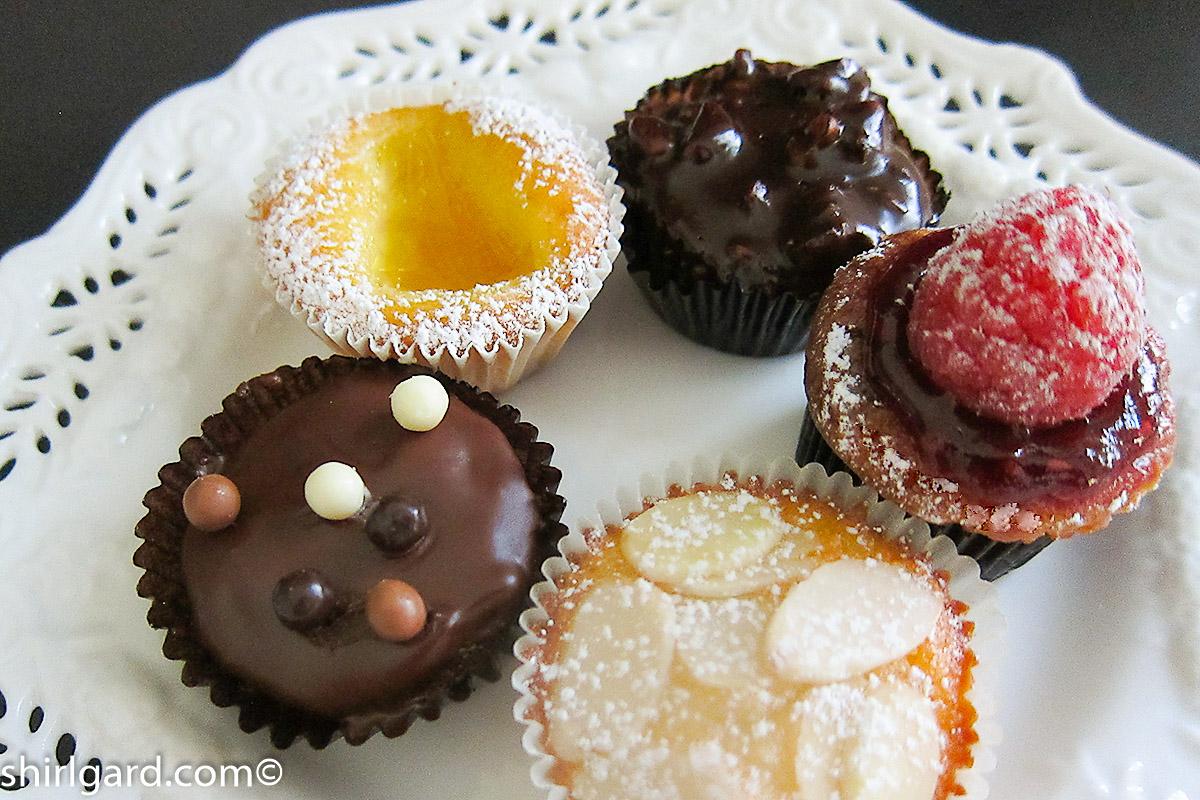 Bite-Size Almond Cakes (Amandinas)